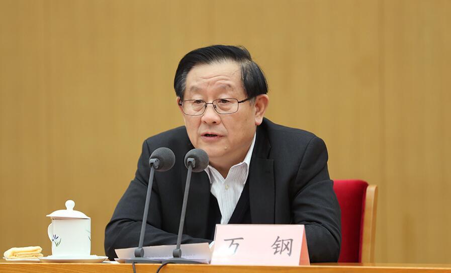 11月13日,科技部党组和全国科技厅党组学习党的十九大精神中心组主题联学在北京举行。图为科技部部长万钢讲话。