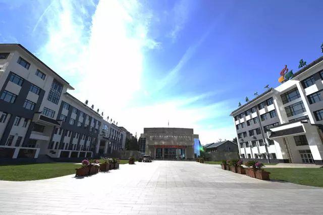 图为北京市八一学校。