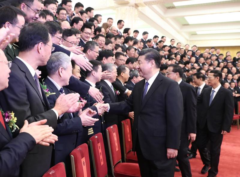 1月8日,国家科学技术奖励大会在北京人民大会堂隆重举行。党和国家领导人习近平、李克强、张高丽、王沪宁出席大会并为获奖代表颁奖。这是会前,习近平等党和国家领导人会见获奖代表。