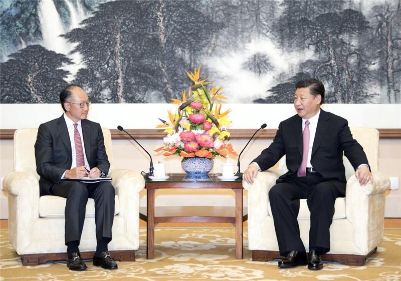 7月16日,国家主席习近平在北京钓鱼台国宾馆会见世界银行行长金墉。新华社记者 李学仁 摄