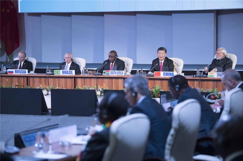 7月27日,纪念金砖国家领导人会晤10周年非正式会议在南非约翰内斯堡举行。中国国家主席习近平、南非总统拉马福萨、巴西总统特梅尔、俄罗斯总统普京、印度总理莫迪出席。