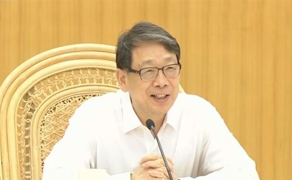 中共中央政治局委员、中组部部长陈希8月4日在北戴河看望慰问暑期休假专家,并召开座谈会,听取意见建议。