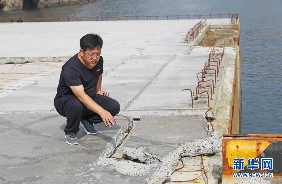 中船重工第七六〇研究所工作人员高天山回忆抢救平台的情景(8月26日摄)。新华社记者 杨青 摄