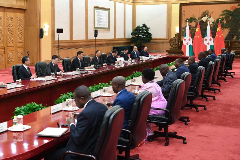 9月6日,国家主席习近平在北京人民大会堂会见布隆迪第二副总统布托雷。新华社记者 高洁 摄
