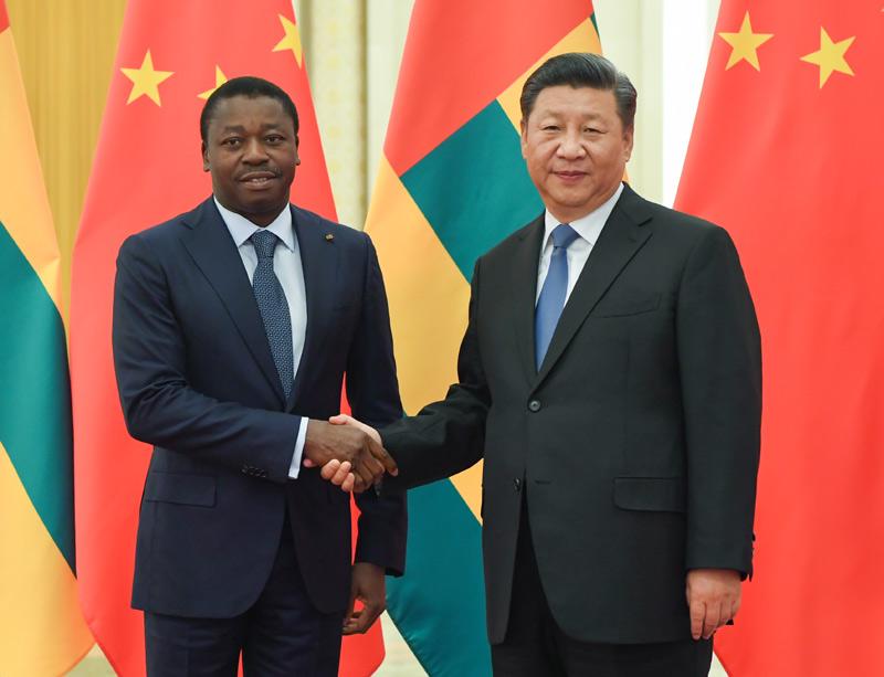 9月6日,国家主席习近平在北京人民大会堂会见多哥总统福雷。新华社记者 饶爱民 摄