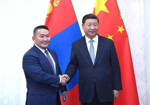 9月12日,国家主席习近平在符拉迪沃斯托克会见蒙古国总统巴特图勒嘎。新华社记者 饶爱民 摄