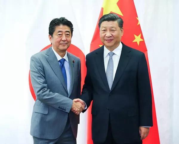 9月12日,国家主席习近平在符拉迪沃斯托克会见日本首相安倍晋三。新华社记者 谢环驰 摄