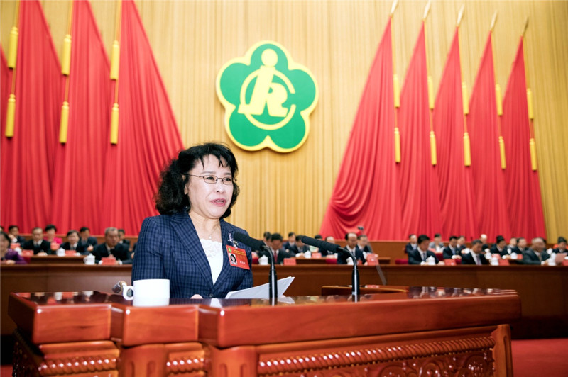 9月14日,中国残疾人联合会第七次全国代表大会在北京人民大会堂开幕。中国残联主席张海迪代表中国残联第六届主席团向大会作工作报告。新华社记者 丁林 摄