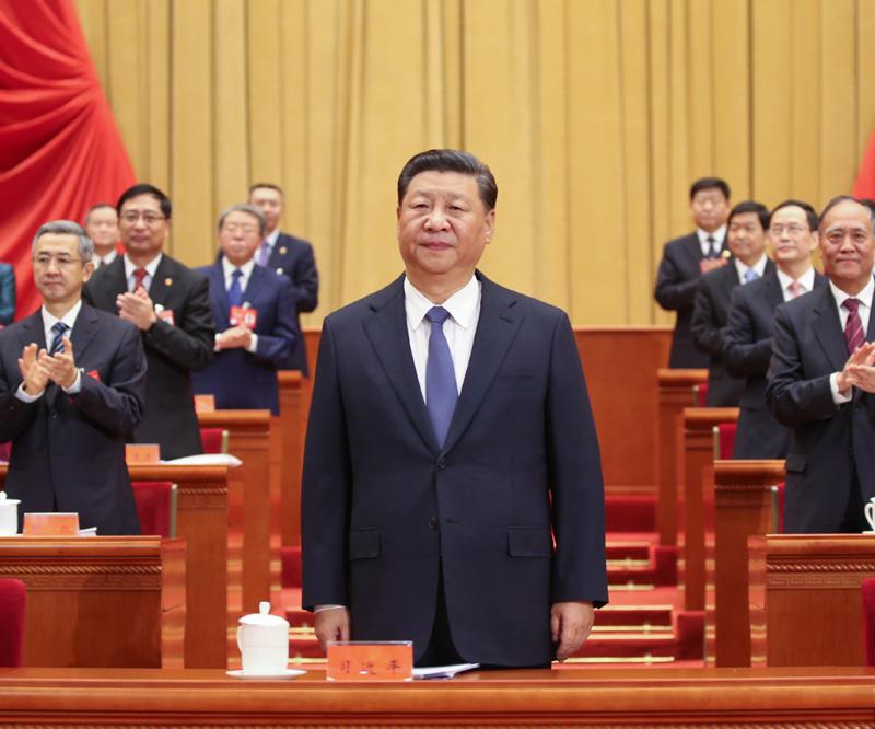 10月22日,中国工会第十七次全国代表大会在北京人民大会堂开幕。这是中共中央总书记、国家主席、中央军委主席习近平在主席台向与会代表致意。新华社记者 姚大伟 摄