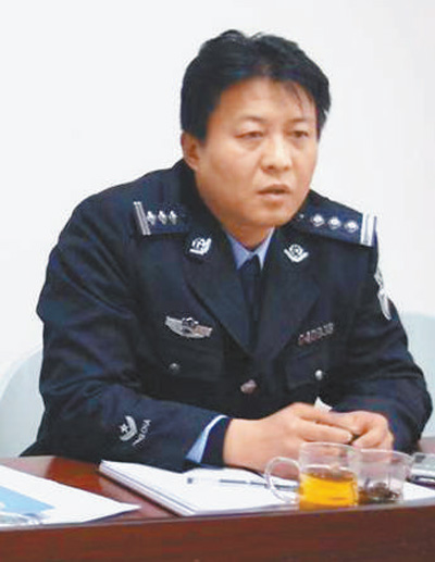 肖俊京生前参加案件会商。资料图片