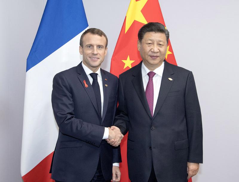 当地时间12月1日,国家主席习近平在布宜诺斯艾利斯会见法国总统马克龙。新华社记者 李学仁 摄