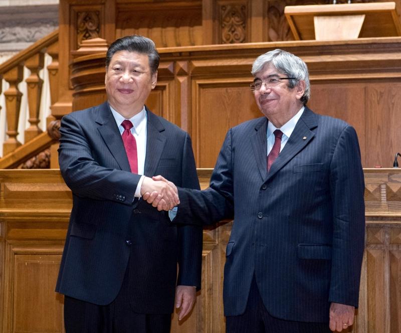 当地时间12月5日,国家主席习近平在里斯本会见葡萄牙议会议长罗德里格斯。