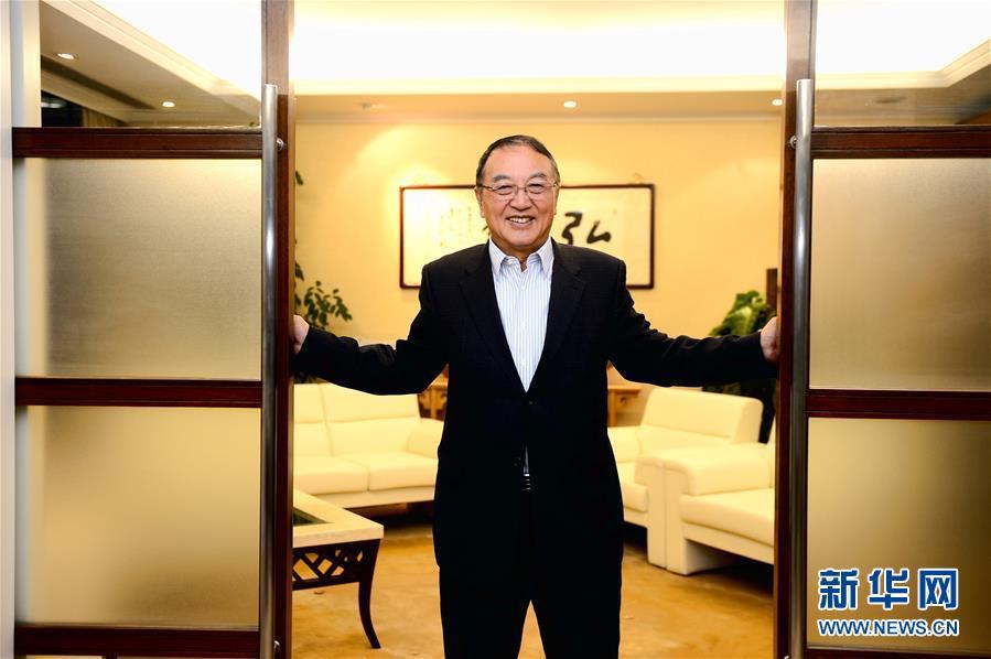 这是柳传志在北京的办公室内(2013年11月12日摄)。