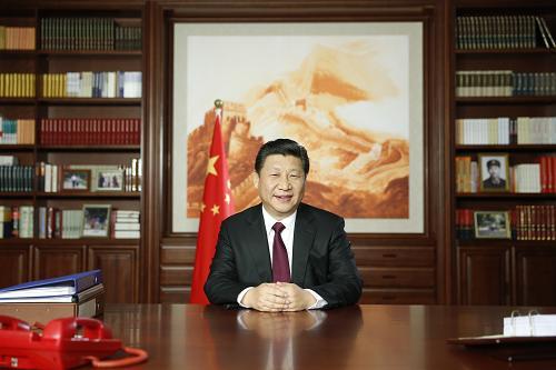 新年前夕,国家主席习近平通过中国国际广播电台、中央人民广播电台、中央电视台发表二〇一五年新年贺词。新华社记者 鞠鹏 摄