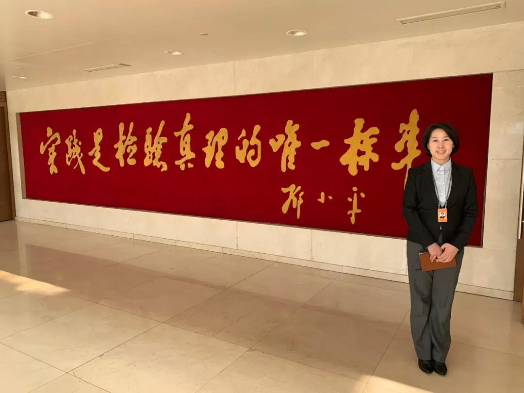 """△43岁的林梅是陕西省武功县委副书记、县长。她说今天上了""""一堂非常生动的思想政治课。"""""""