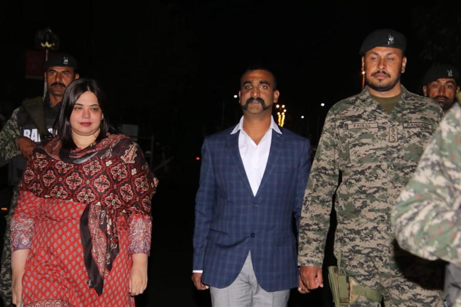 India pilot RELEASED: Moment Abhinandan released by Pakistan in 'peace gesture'
