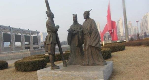 商鞅立木为信的雕像