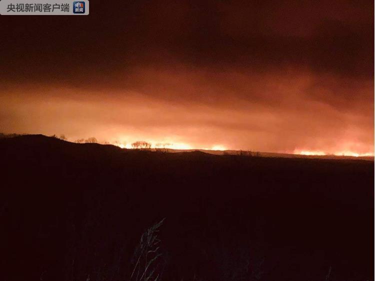 吉林珲春中俄边境森林火灾向我国蔓延 消防正在