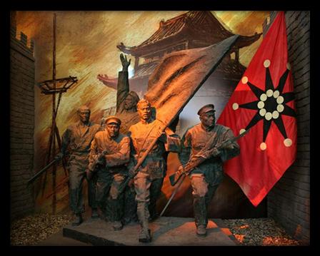 1911年爆发的辛亥革命,结束了二百多年清王朝的封建统治和两千多年的君主专制统治。图为武昌起义雕塑。