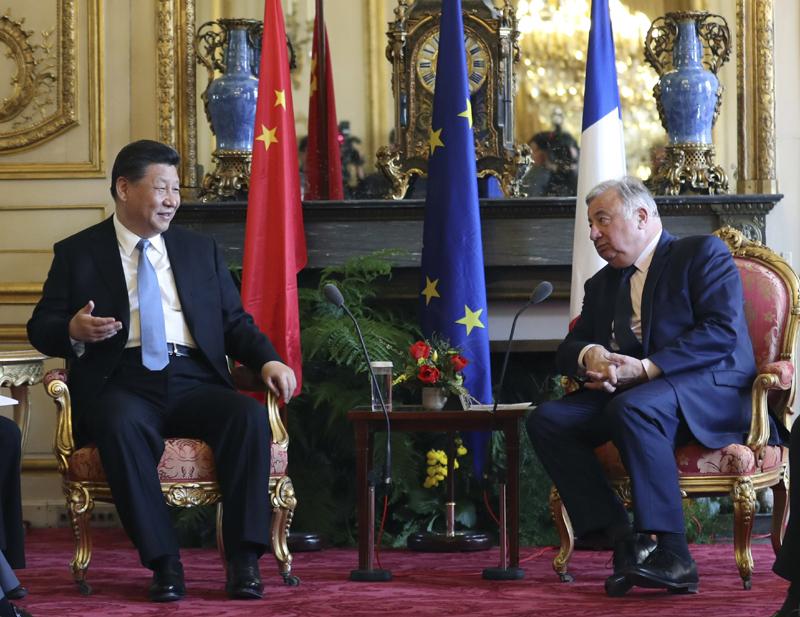 3月26日,国家主席习近平在巴黎会见法国参议长拉尔歇。