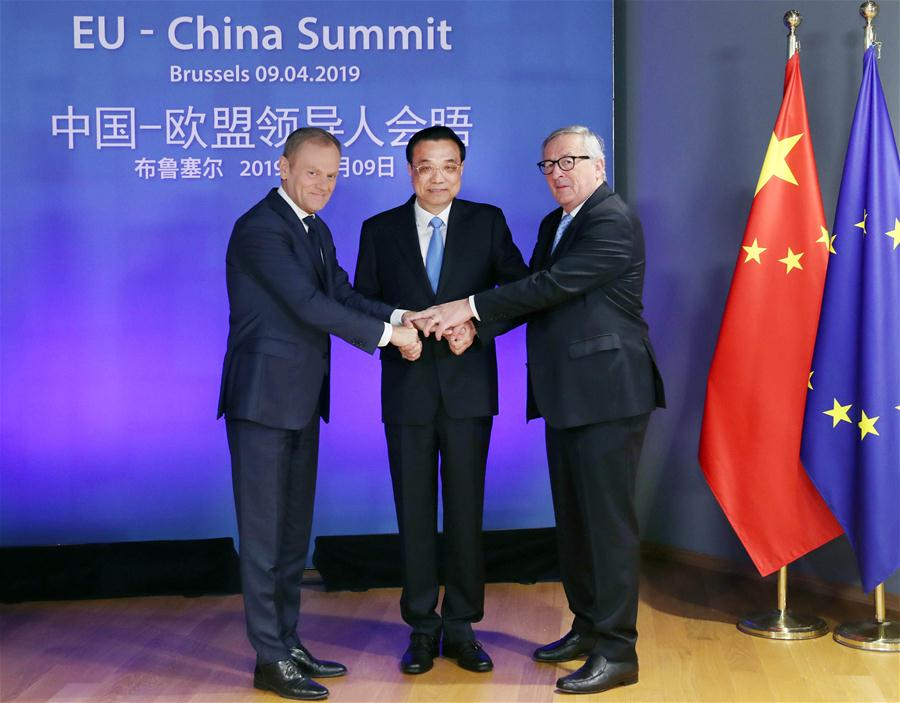 Chinese Premier Li Keqiang (C), European Council President Donald Tusk (L) and European Commission President Jean-Claude Juncker co-chair the 21st China-EU leaders