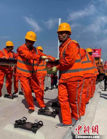 京雄城际铁路(北京段)正式铺轨7月试运行调试