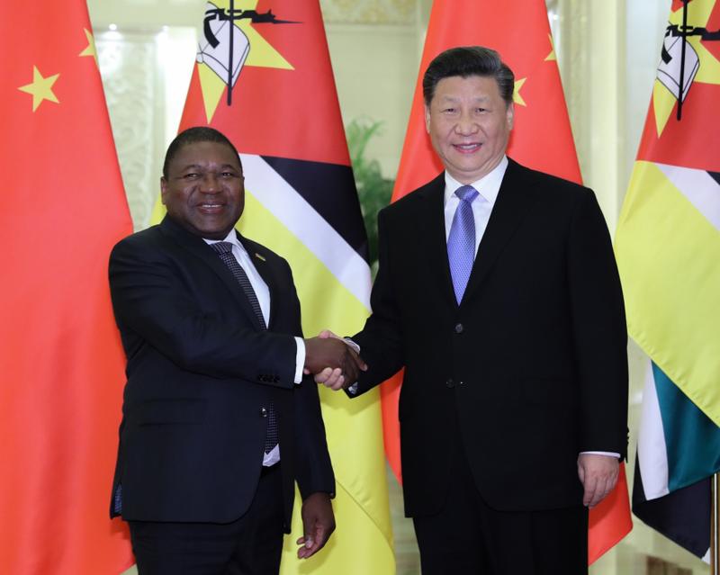 4月24日,国家主席习近平在北京人民大会堂会见莫桑比克总统纽西。
