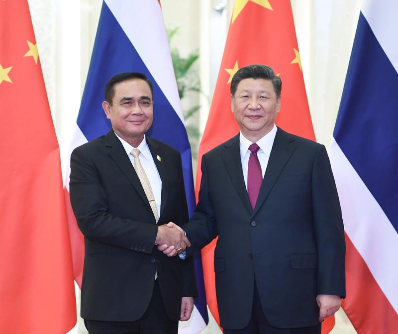 4月26日,国家主席习近平在北京人民大会堂会见泰国总理巴育。