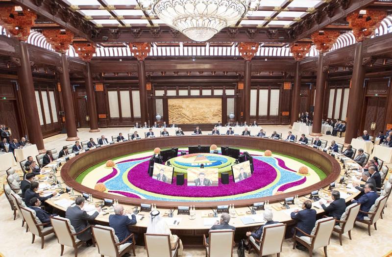 """4月27日,第二届""""一带一路""""国际合作高峰论坛在北京雁栖湖国际会议中心举行圆桌峰会,国家主席习近平主持会议并致开幕辞。"""