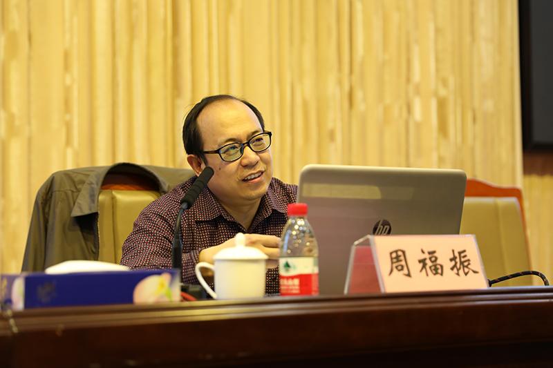 江西省委党校党史党建教研部教授周福振为培训班授课