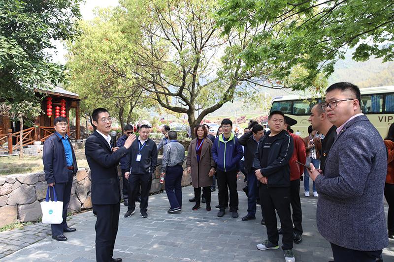 水口乡旅游办主任张宇华介绍当地农家乐