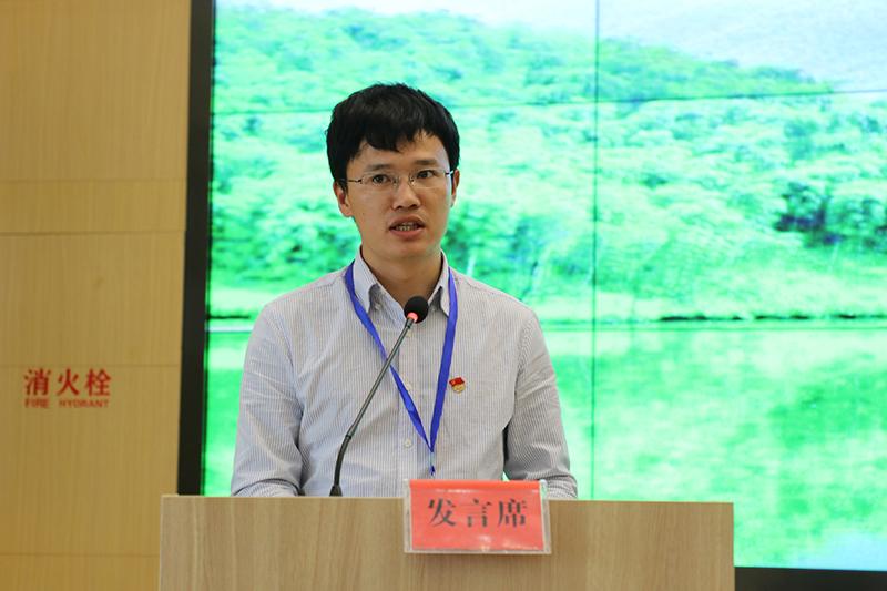 张福敏代表第七组学员发言