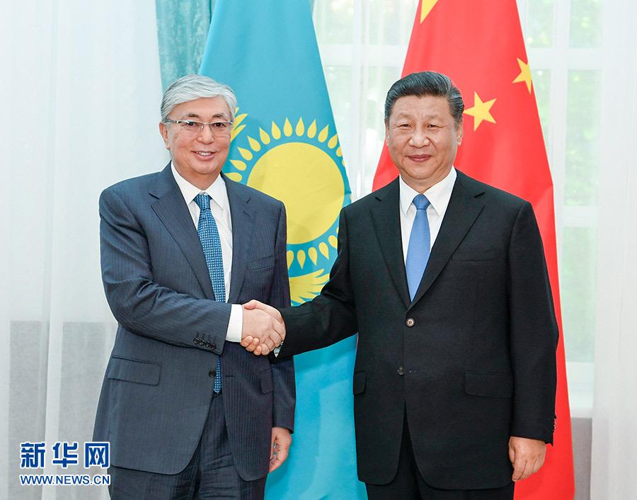 6月13日,国家主席习近平在比什凯克会见哈萨克斯坦总统托卡耶夫。 新华社记者 高洁 摄