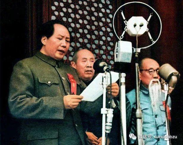 毛泽东和董必武在开国大典上