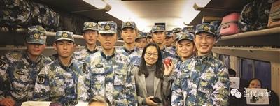 愛心女士在列車上為23名新兵買盒飯 感動無數網友