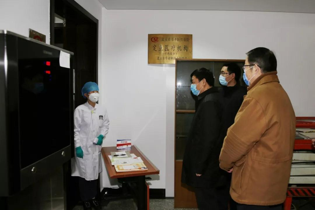 中国外文局局领导到局医务室检查疫情防控准备工作。
