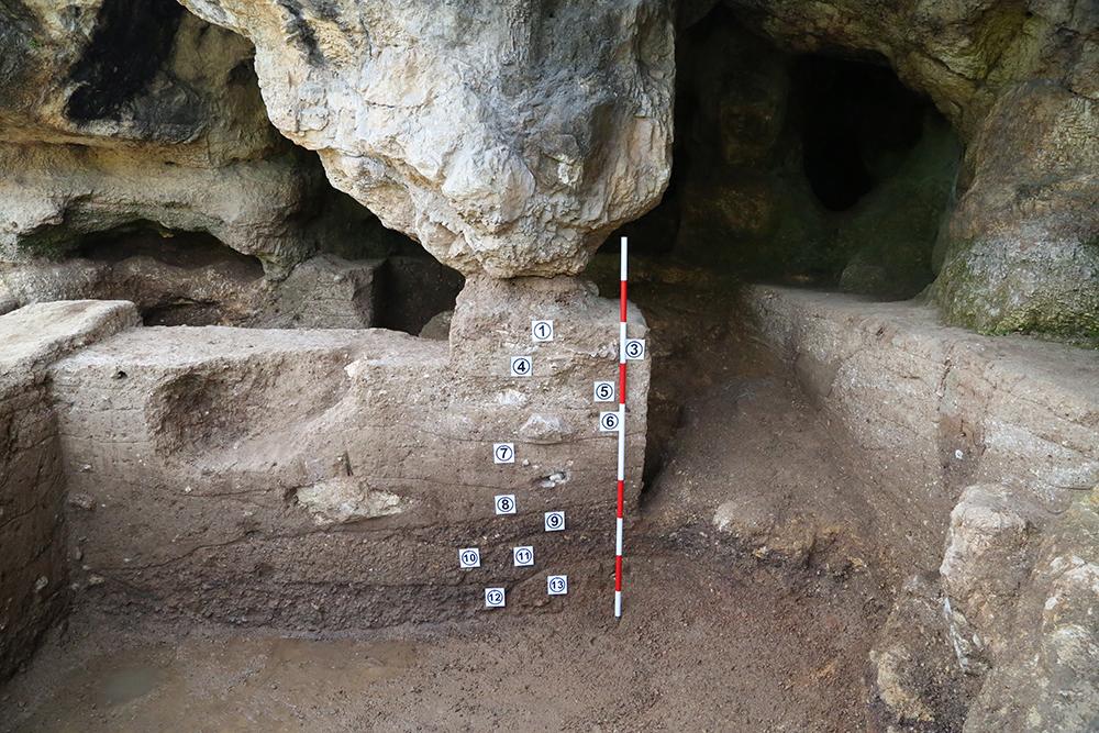 疥疙洞遺址地層堆積(西-東)