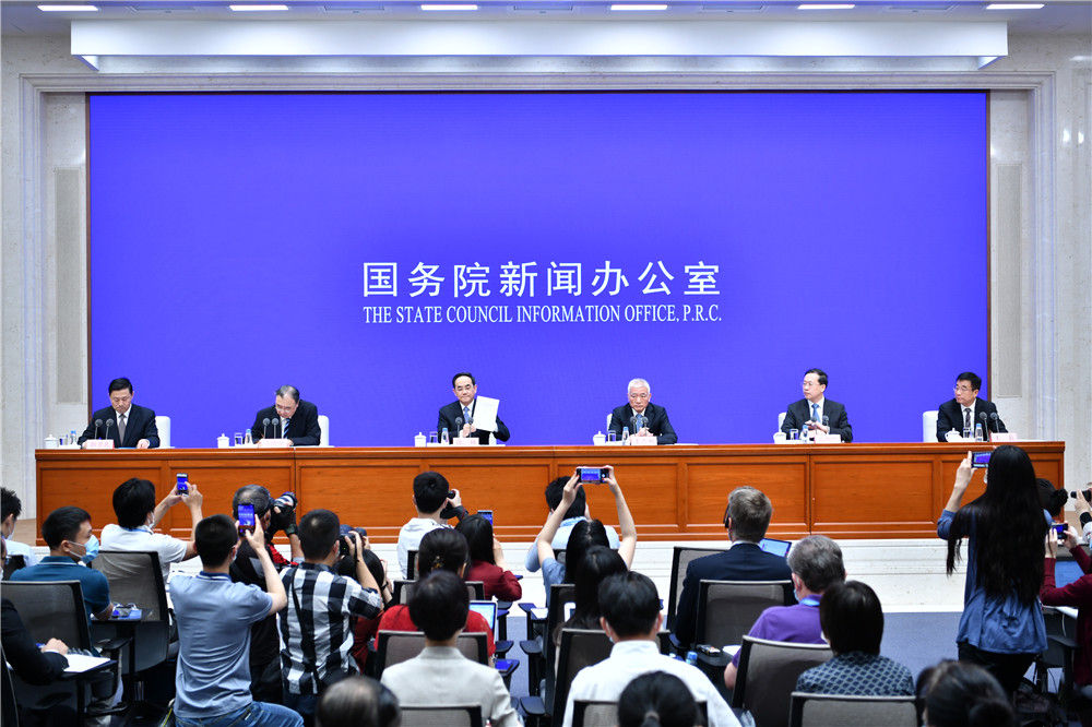 6月7日,国务院新闻办公室在北京发布《抗击新冠肺炎疫情的中国行动》白皮书,并举行新闻发布会。新华社记者 李鑫 摄