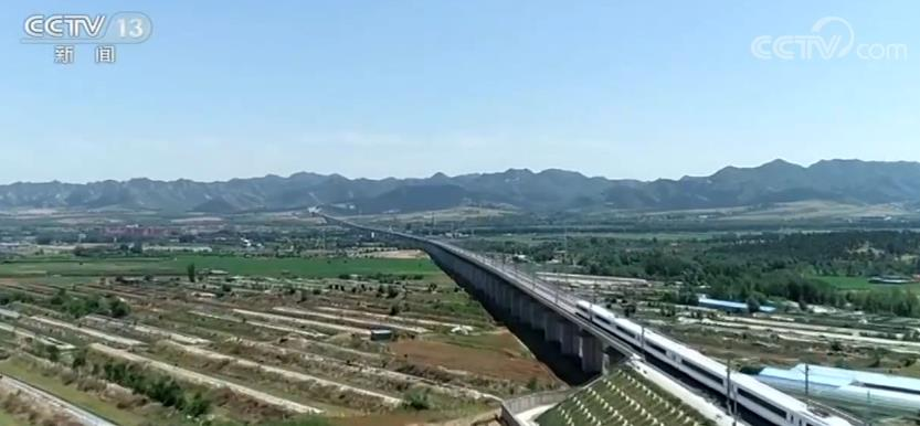 喀赤高铁开通运营 建设者们克服施工难度大、地质条件复杂等多项困难
