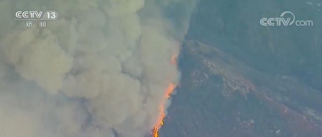 美国加州山火肆虐 热浪来袭 灭火工作愈加困难