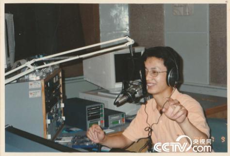 1995年在深圳電臺工作的冷炳冰