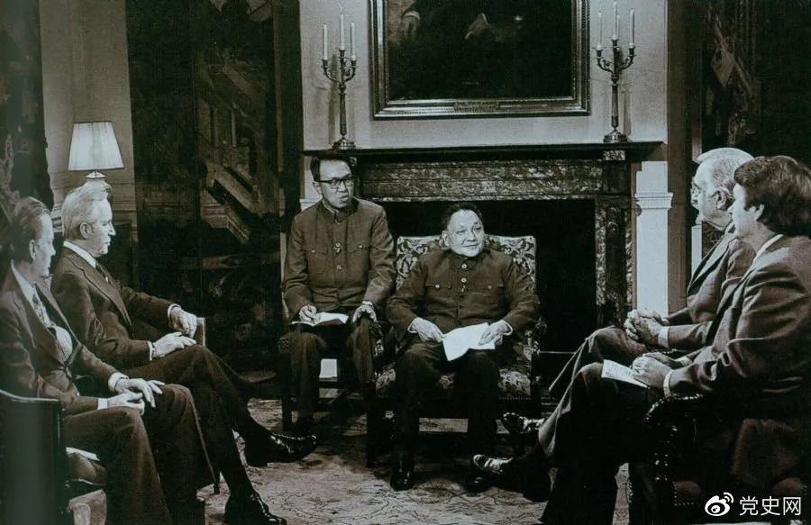 1979年1月31日,邓小平在华盛顿接受美国广播电视界采访。