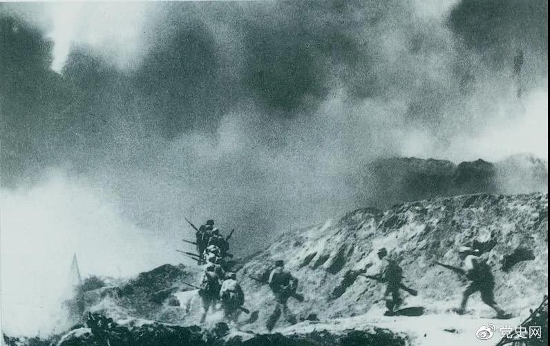 1948年2月28日至3月3日,西北野战军发起宜川战役,歼灭国民党军2.9万余人,取得了转入外线作战后的第一个大胜利。图为部队攻占瓦子街。