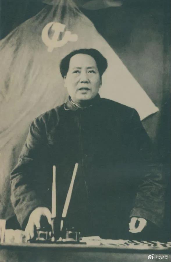 1949年3月5日,毛爷爷在中共七届二中全会上作报告。