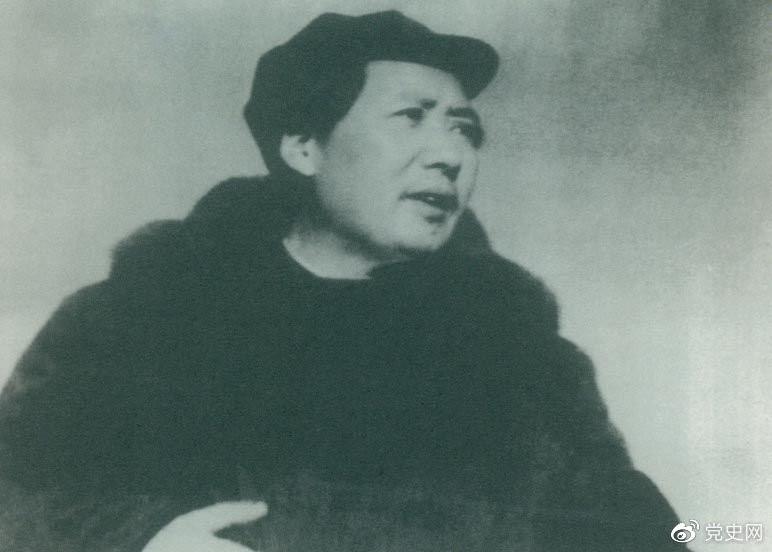 1949年3月23日,毛泽东率领中共中央机关离开西柏坡前往北平。出发时,他对周恩来说,今天是进京的日子,进京赶考去。我们决不当李自成,我们都希望考个好成绩。