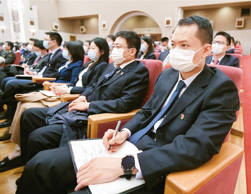 2021年3月16日,党史学习教育中央宣讲团首场报告会在京举行,图为参会人员在听报告。 新华社记者 陈晔华/摄