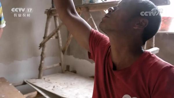 云南省班母村村民岩甩一家装修新屋