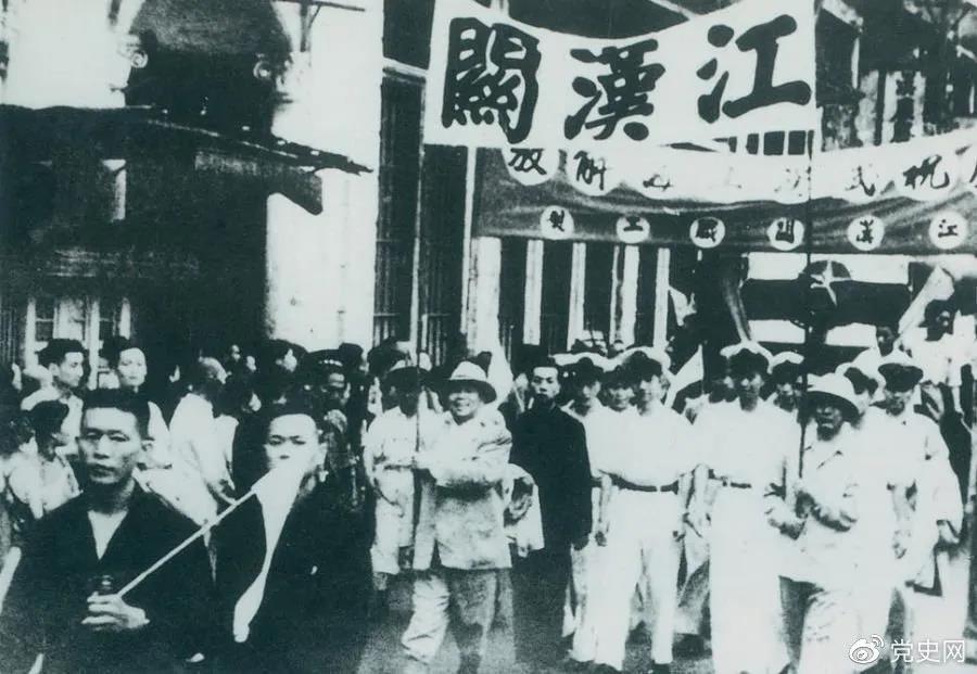 1949年5月17日,第四野�疖�解放武�h。�D�槲�h人民�g�c解放。