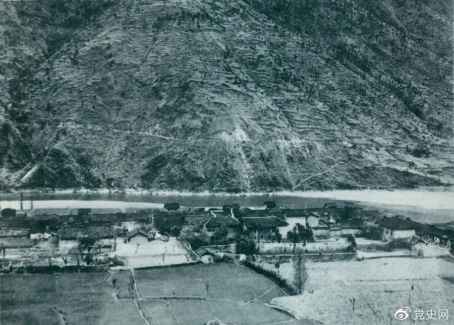 1935年5月25日,红一方面军到达大渡河南岸的安顺场。红军17名勇士靠一叶孤舟强渡大渡河,为沿大渡河左岸北上的部队打开了一条通道。图为安顺场一角。