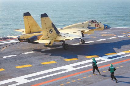 我国航空母舰顺利进行歼-15 飞机起降飞行训练